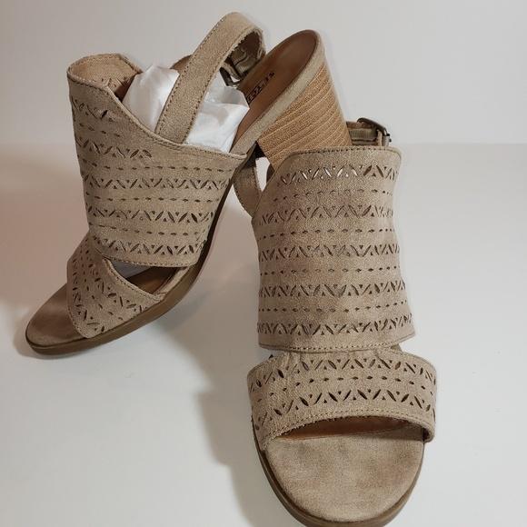 Seychelles Shoes - SEYCHELLES BORA LASER CUT Sandals Block Heel Sz 9